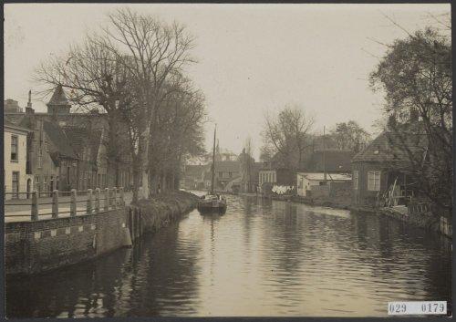 De Rijn 1929. Links 't Zand